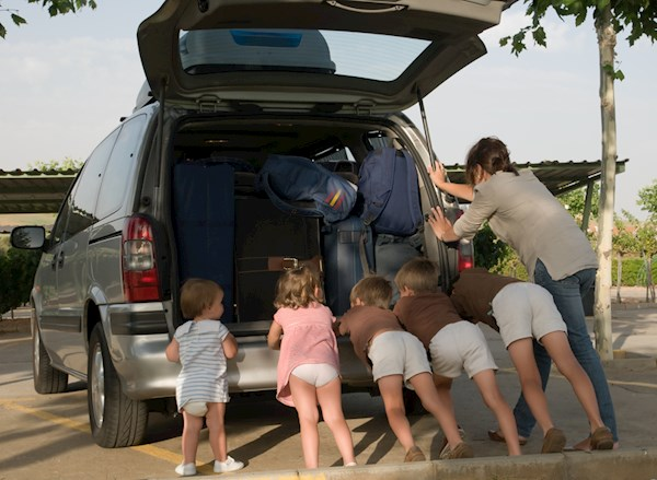 family-break-down-pushing-their-very-loaded-van-000007035093-small